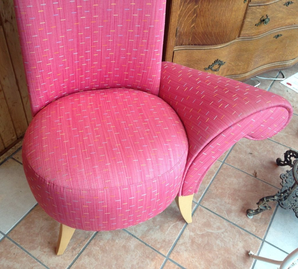 One Armed La Diva Chair with High Back - 2