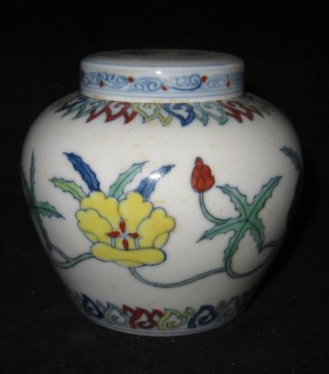 Chinese Chenghua doucai palace jar with lid