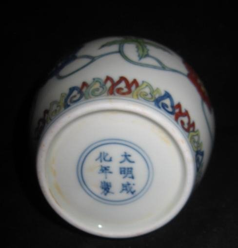 Chinese Chenghua doucai palace jar with lid - 3