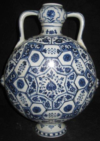 Ming YongLe blue & white flat vase with garlic head