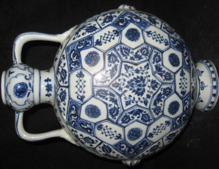 Ming YongLe blue & white flat vase with garlic head - 3