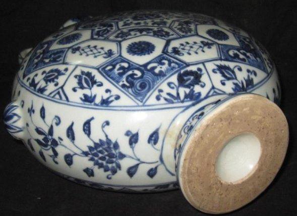 Ming YongLe blue & white flat vase with garlic head - 4