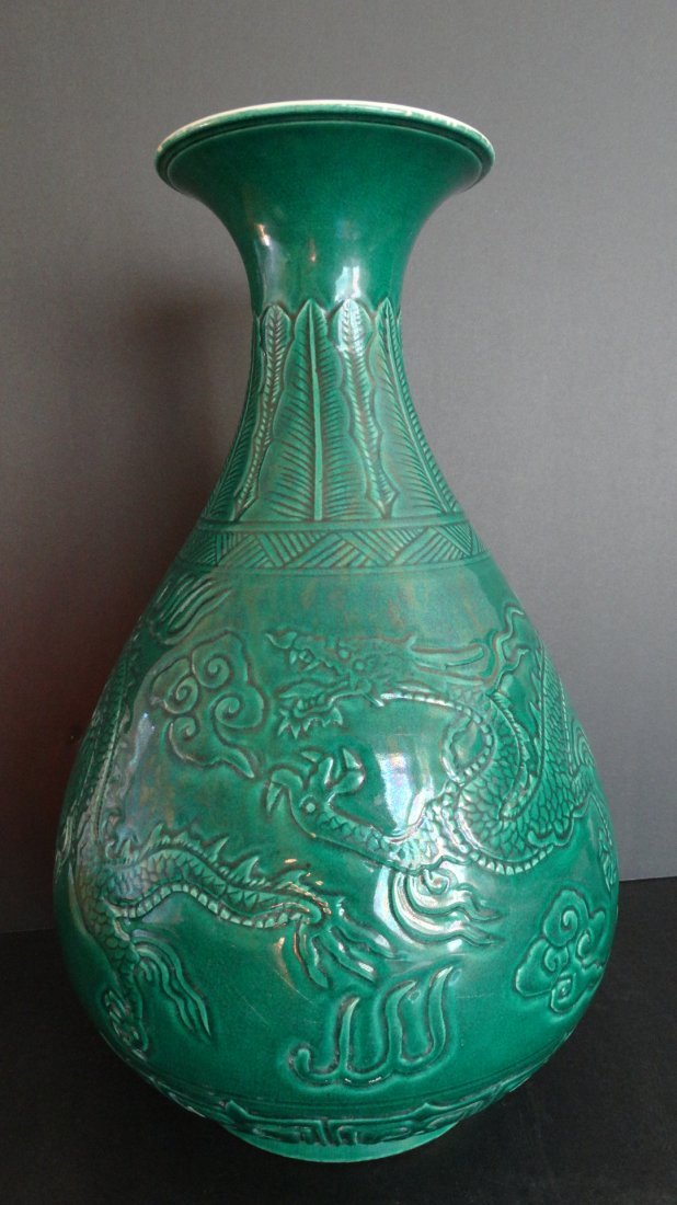 Chinese Ming Dynasty Green Vase 明孔雀