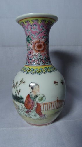 Chinese Republic Famille Rose Vase 民国