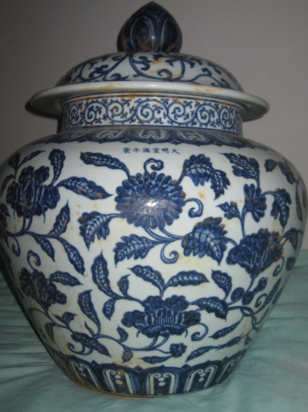 Chinese  blue and white large pot with lid