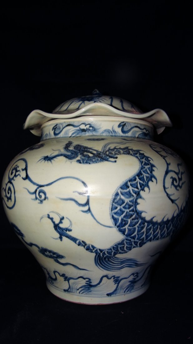 Chinese blue & white draon pot with lid