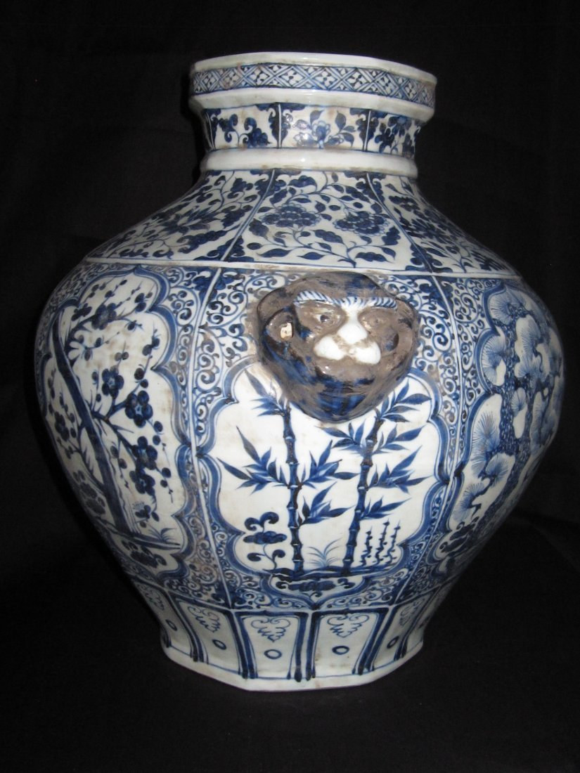 Chinese yuan blue & white big jar with 2 lion ears
