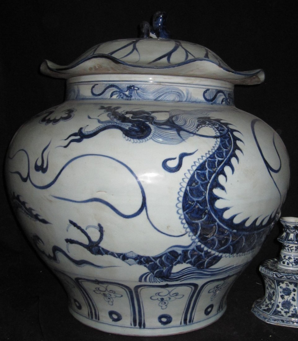 Chinese yun dynasty blue and white dragon Large Tank H: