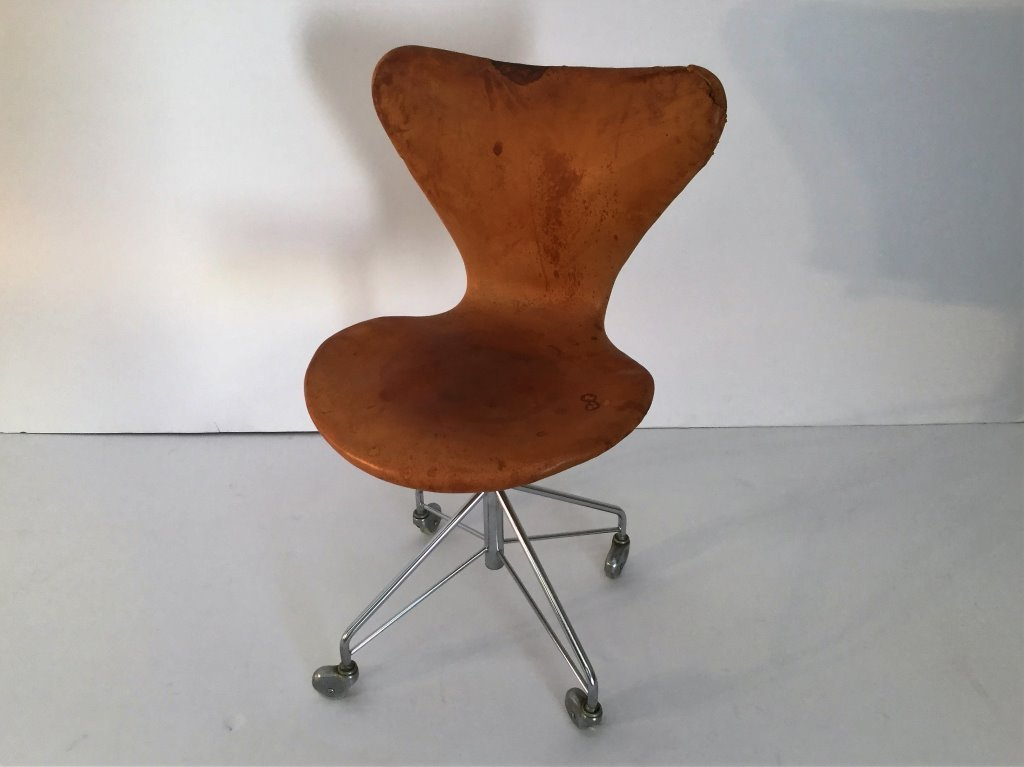 Arne Jacobsen Swivel Desk Chair in Natural Leather