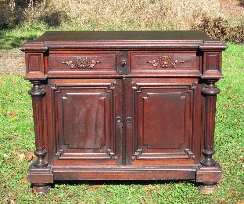 23: Victorian walnut 2 door low cabinet.
