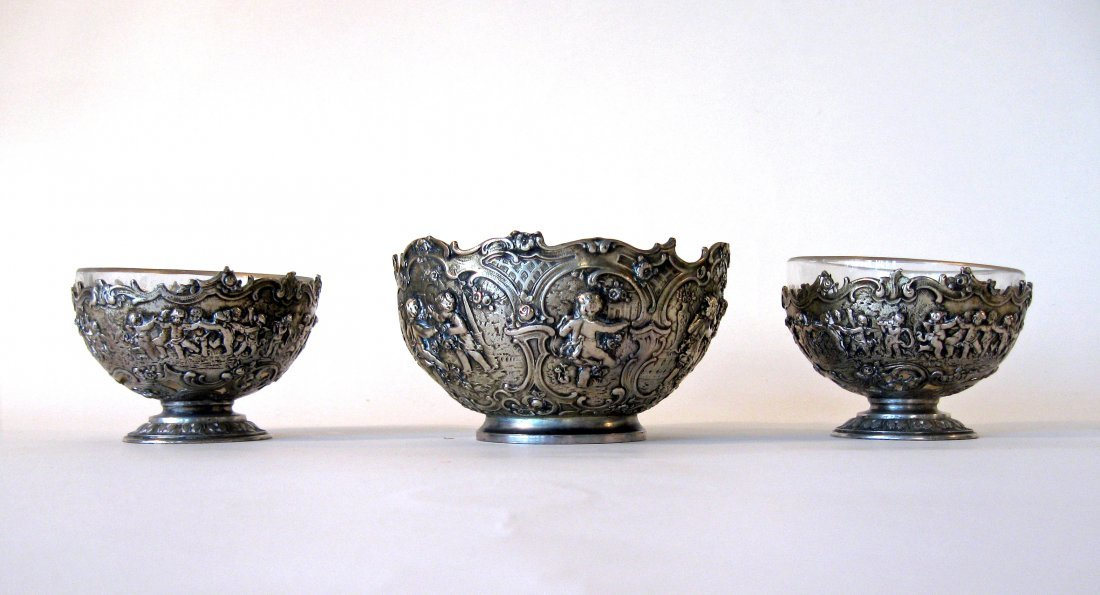 Set of 3 Italian 800 silver repusse bowls the 2 small r