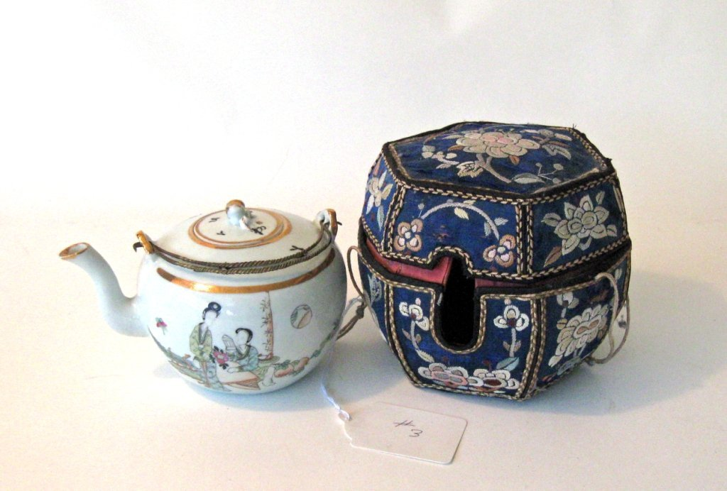 19th century Chinese porcelain Famille Rose tea pot in