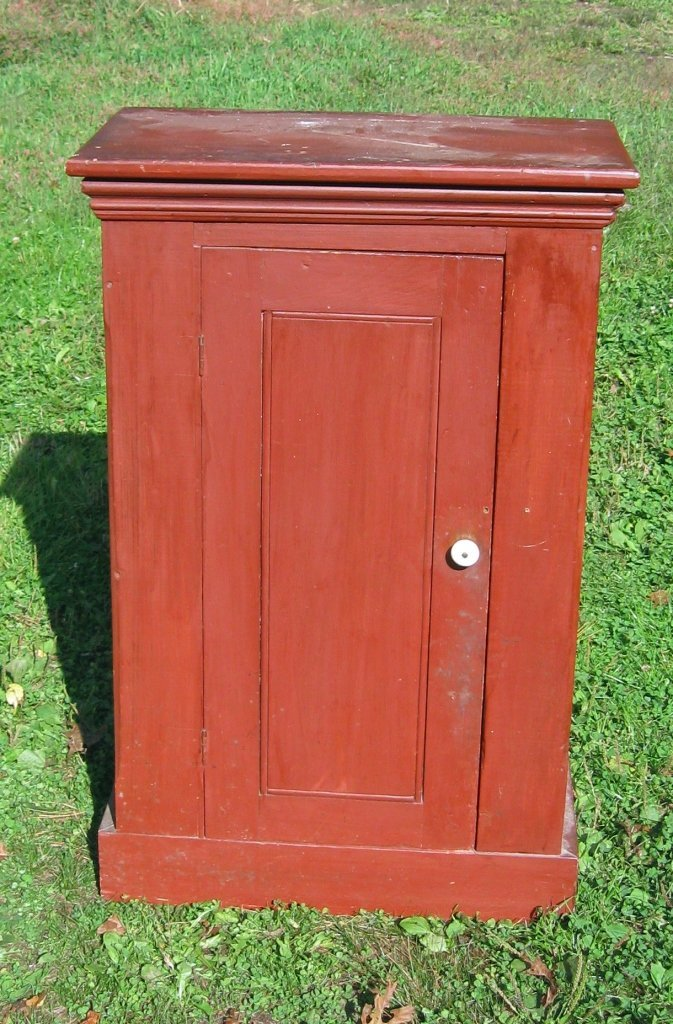 Small 19th century cupboard in red paint. Condition: