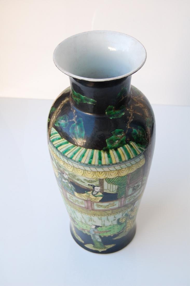 Vietnamese Qing Dynasty Famille Noire Verte Vase - 7