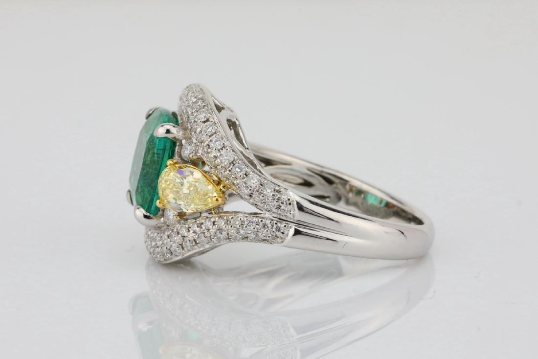 3.85ct Emerald & 1.75ctw Yellow/White Diamond Ring - 6