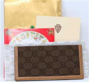 3efa06579ed9 Gucci 1980s Brown GG Canvas Checkbook Cover