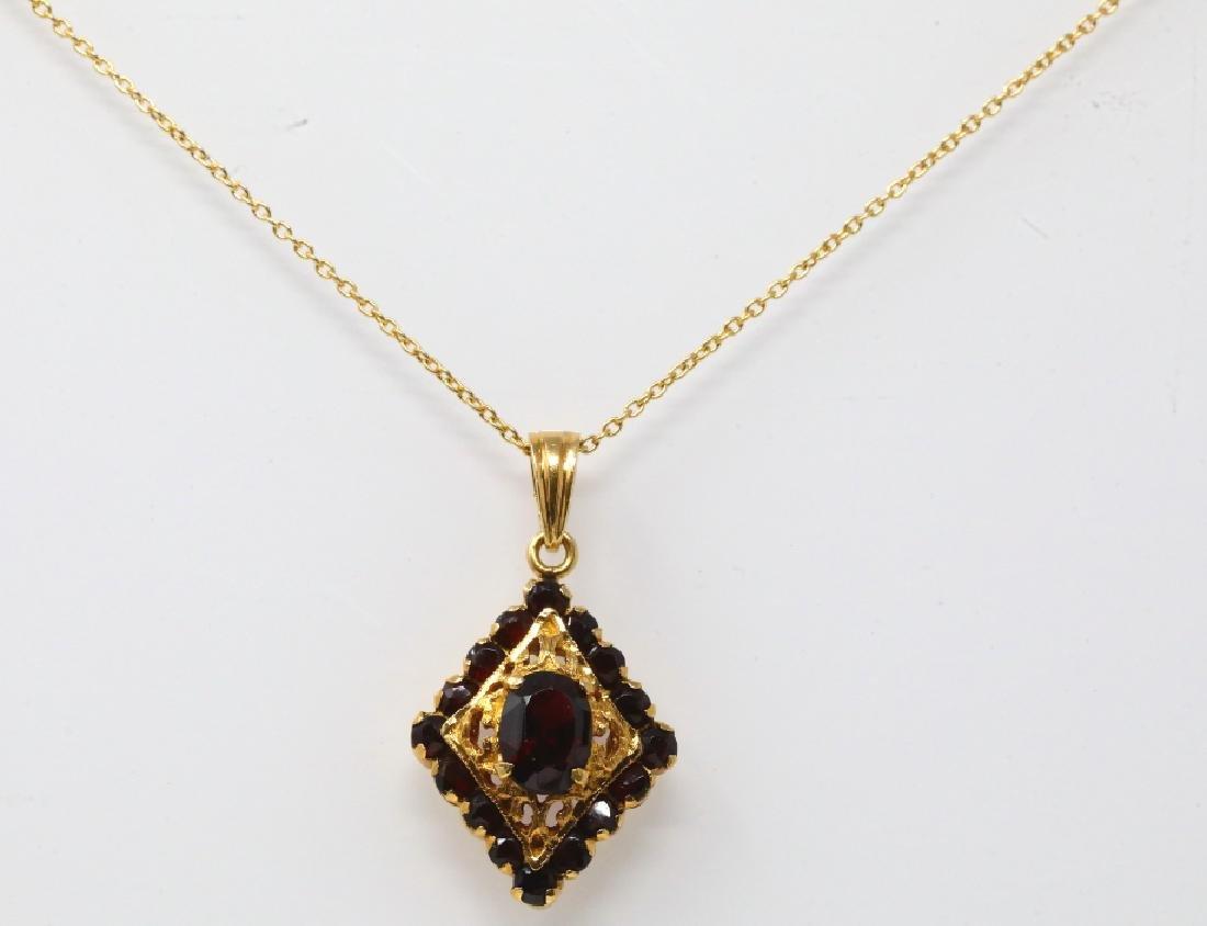 2.25ctw Garnet 18K Necklace