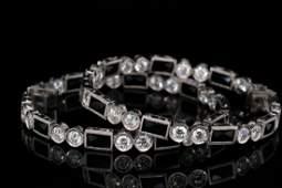3.20ctw VS2-SI1/G-H Diamond, Onyx & 18K Earrings