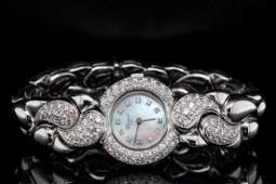 Chopard Casmir 2.00ctw VVS2-VS1/E-F Diamond 18K Watch