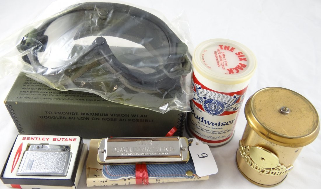 9: Mixed Lot of Collector's Items