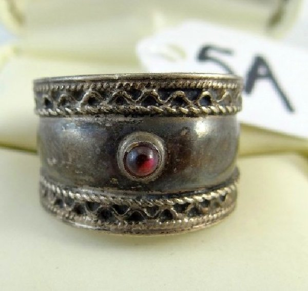5A: Ant. Sterling Cabachon Ruby Ring W/Filigree