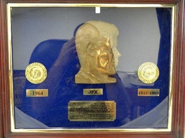 8: John F Kennedy Commemorative Coin Set *COA*