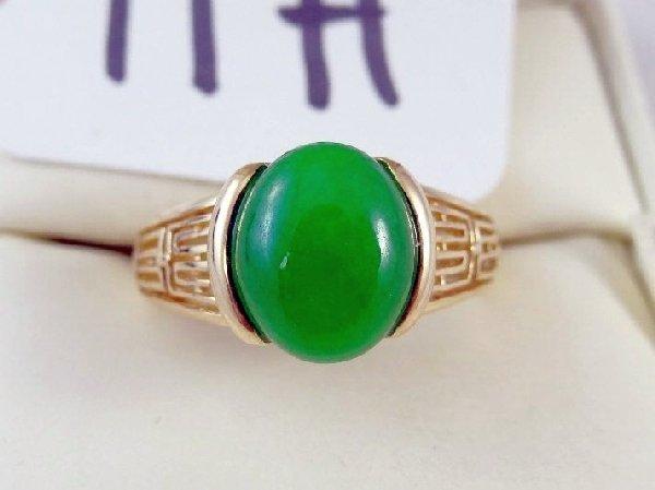 11H: 14K Gold 4CT Cabachon Jade Ring W/Diamond