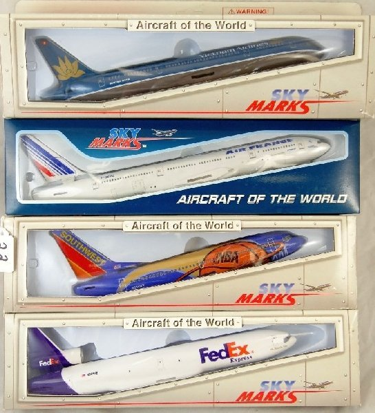 """22: (4)Sky Marks """"Aircraft of the World"""" Planes"""
