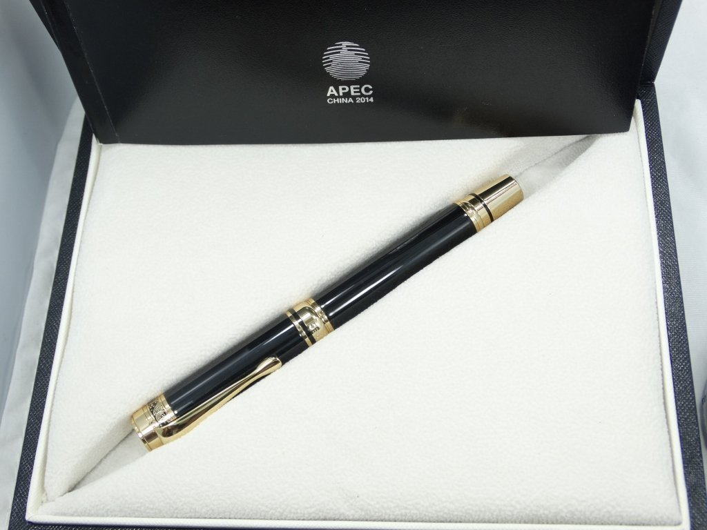 APEC China 18K & Black Crystalline Fountain Pen - 2