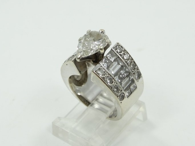 5.50ctw Diamond Solid 18K Ring W/2.00ct Solitaire