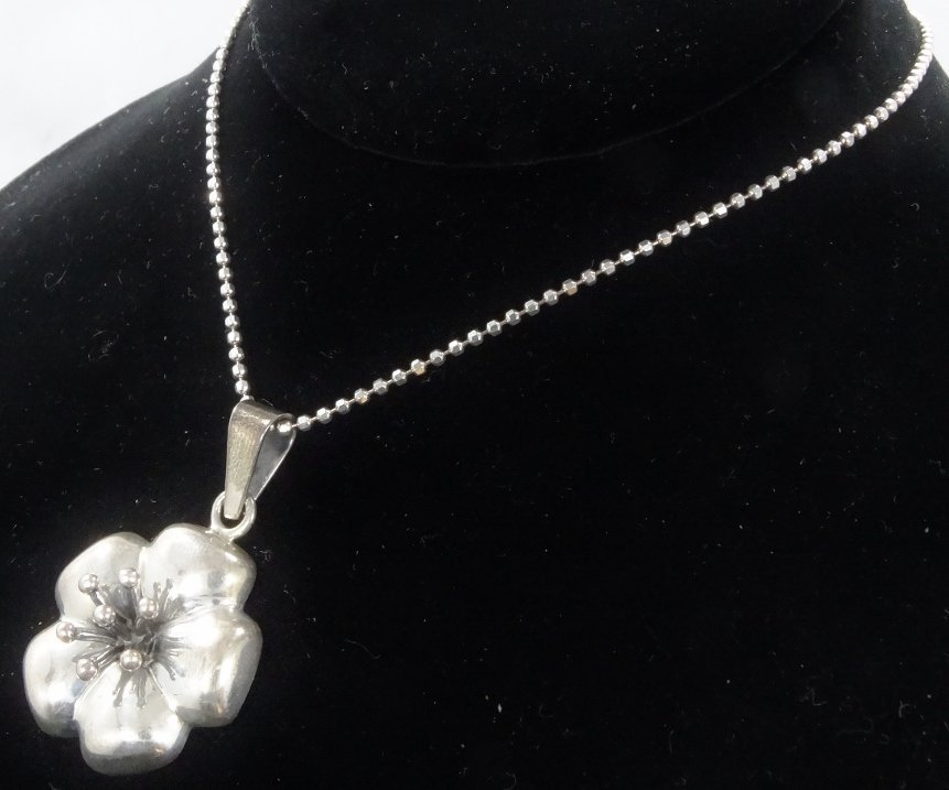 .925 Silver High-Relief Pendant on Popcorn Chain - 3