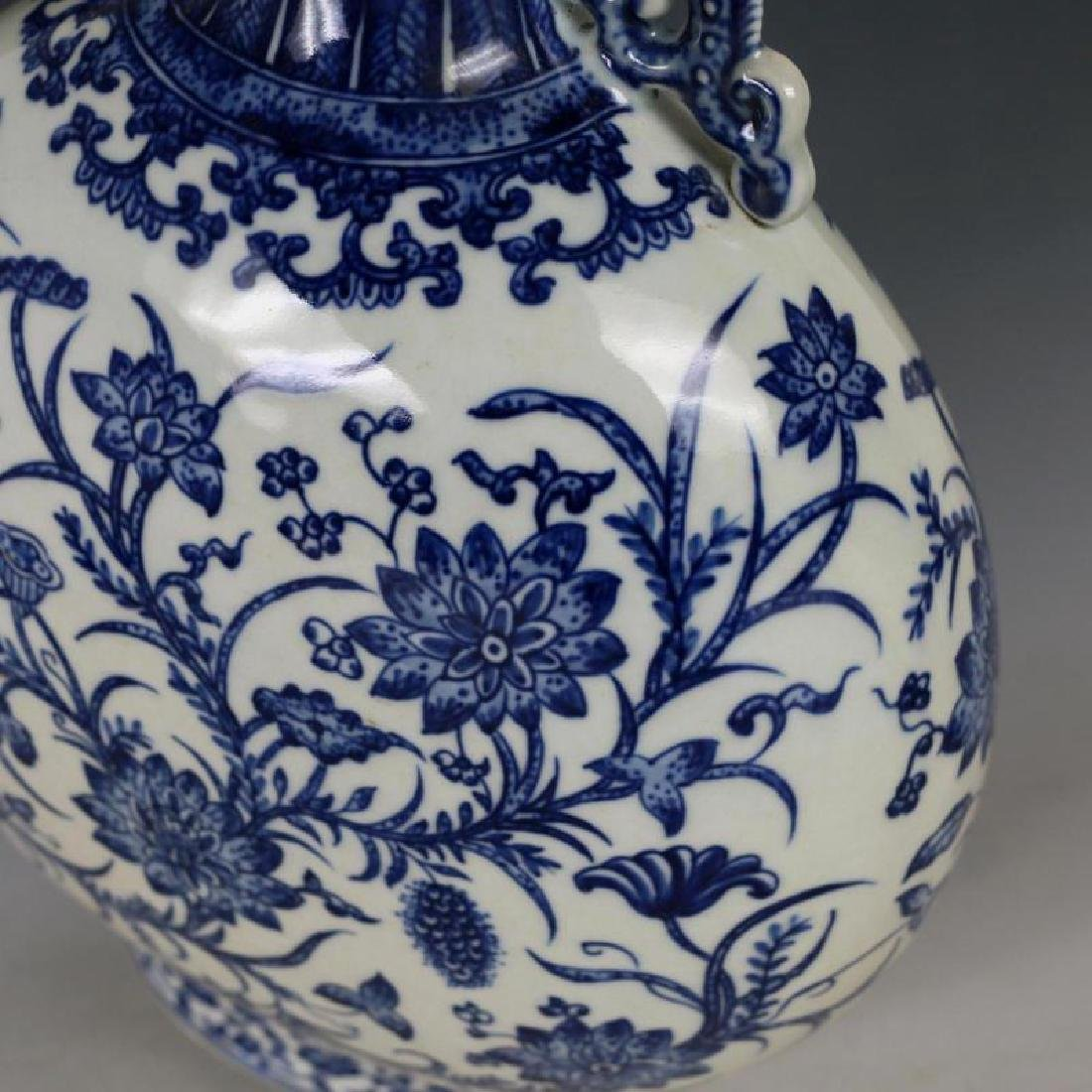 A Big Blue and White Porcelain Flat Bottle - 3
