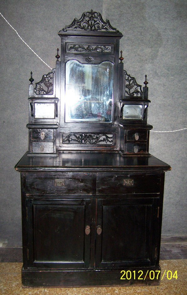 13: Old dressing Table