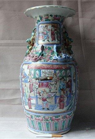 A Big Antique Famille Rose Antiques Bottle