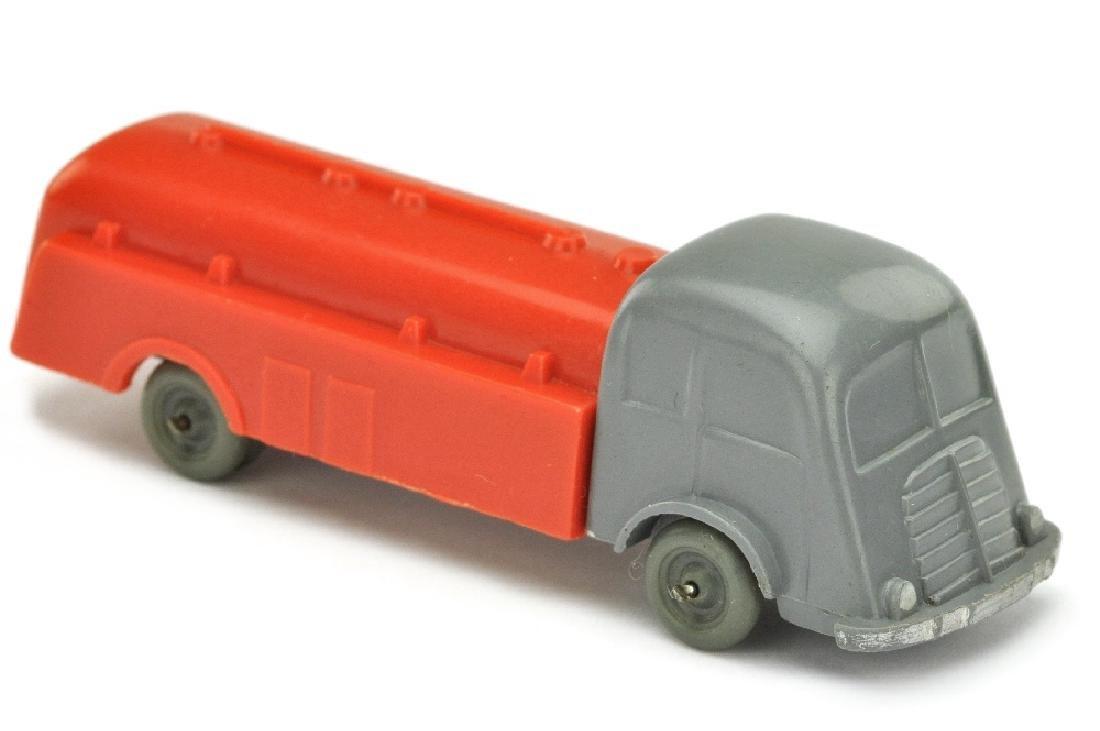Tankwagen Fiat, basaltgrau/orangerot