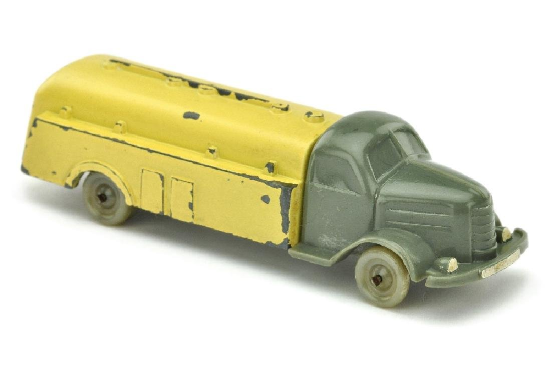 Esso-Tankwagen Dodge, betongrau/lackiert