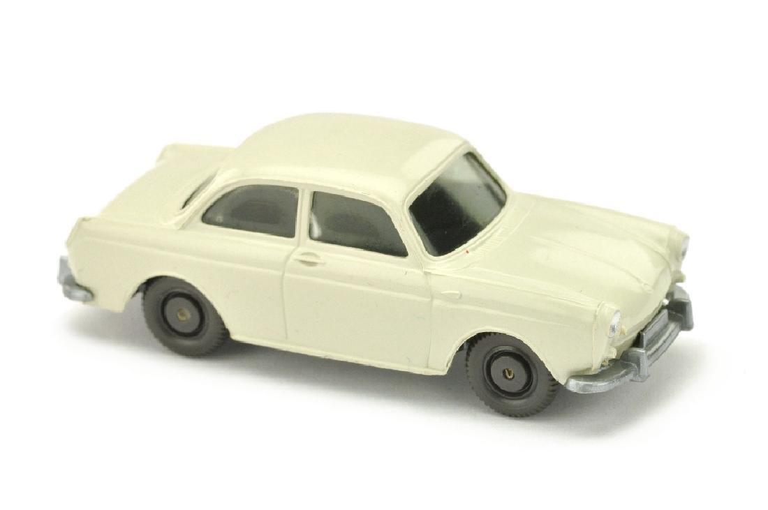 "VW 1600 Stufenheck, ""sattes"" perlweiss"