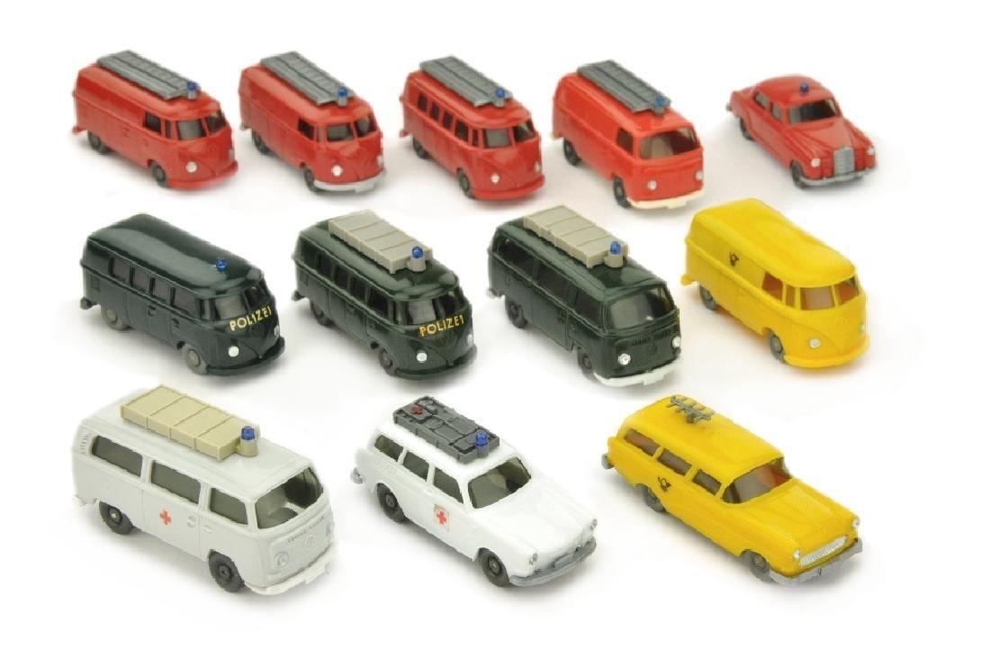 Konvolut 12 Einsatzfahrzeuge der 60er/70er Jahre