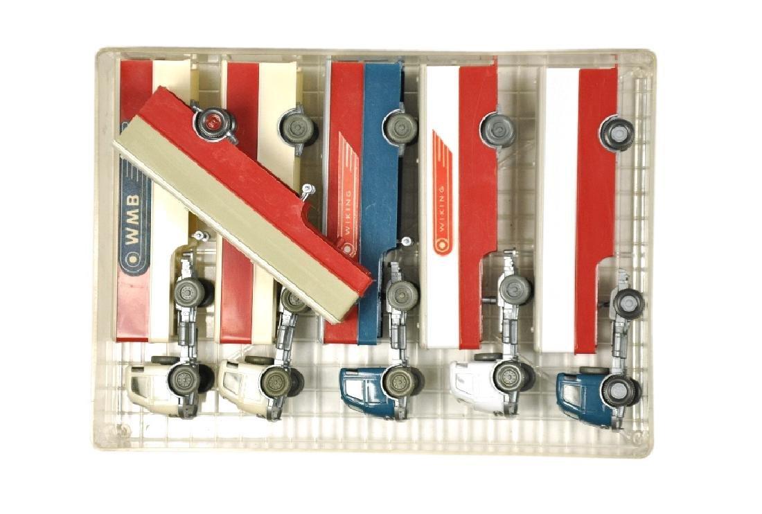 Konvolut 5+1 Koffer-Sattelzuege der 60er Jahre