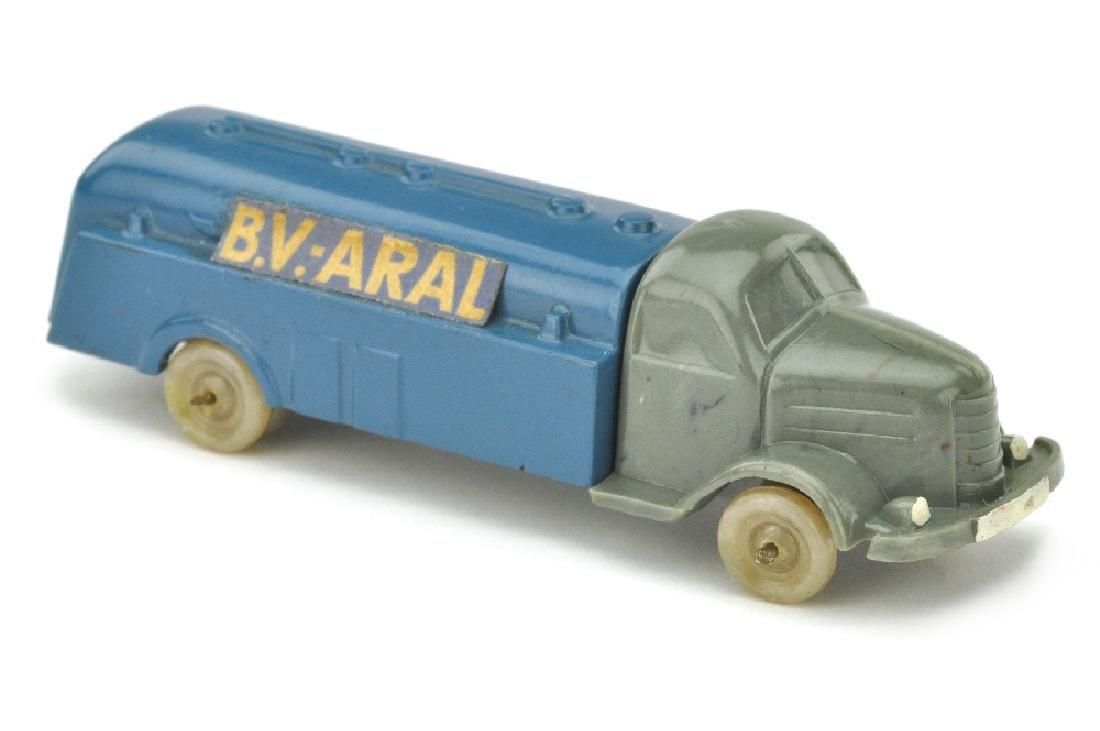 Tankwagen Dodge, betongrau/lackiert