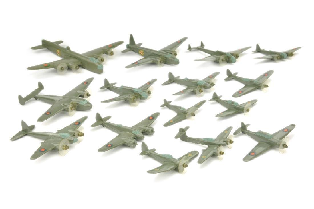 Konvolut 15 englische Flugzeuge