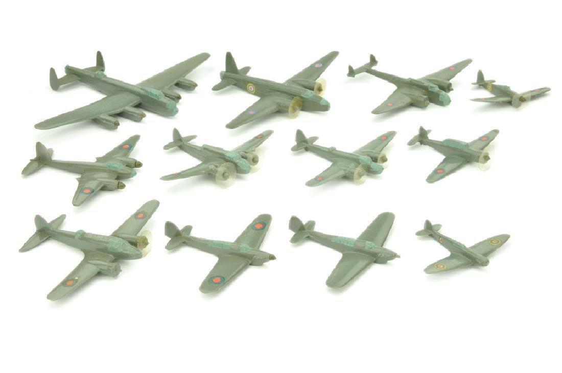 Konvolut 12 englische Flugzeuge (Vorkrieg)
