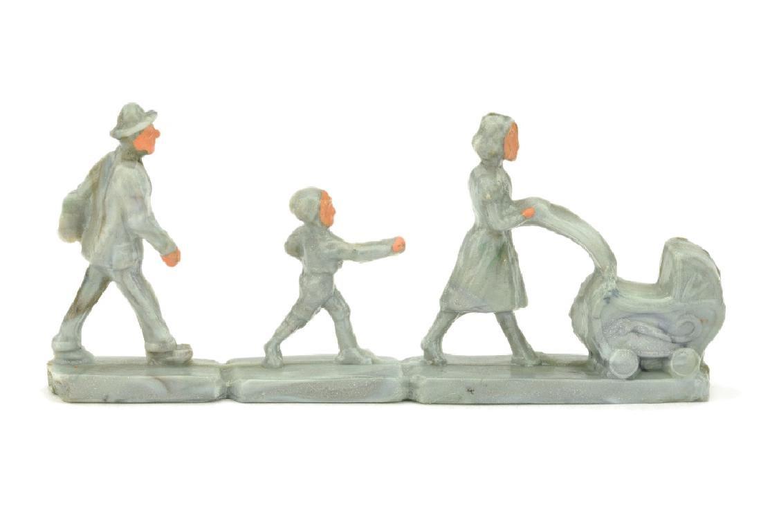 Gehende Personen mit Kinderwagen (Form B)