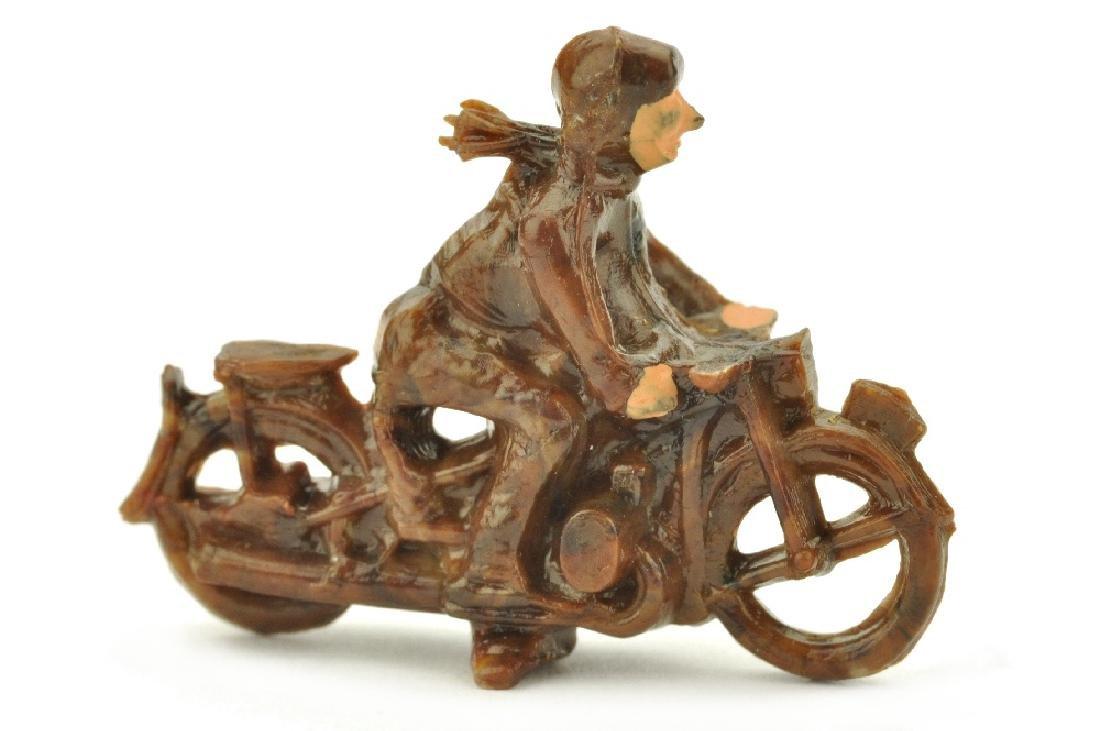 Motorradfahrer, misch-braun