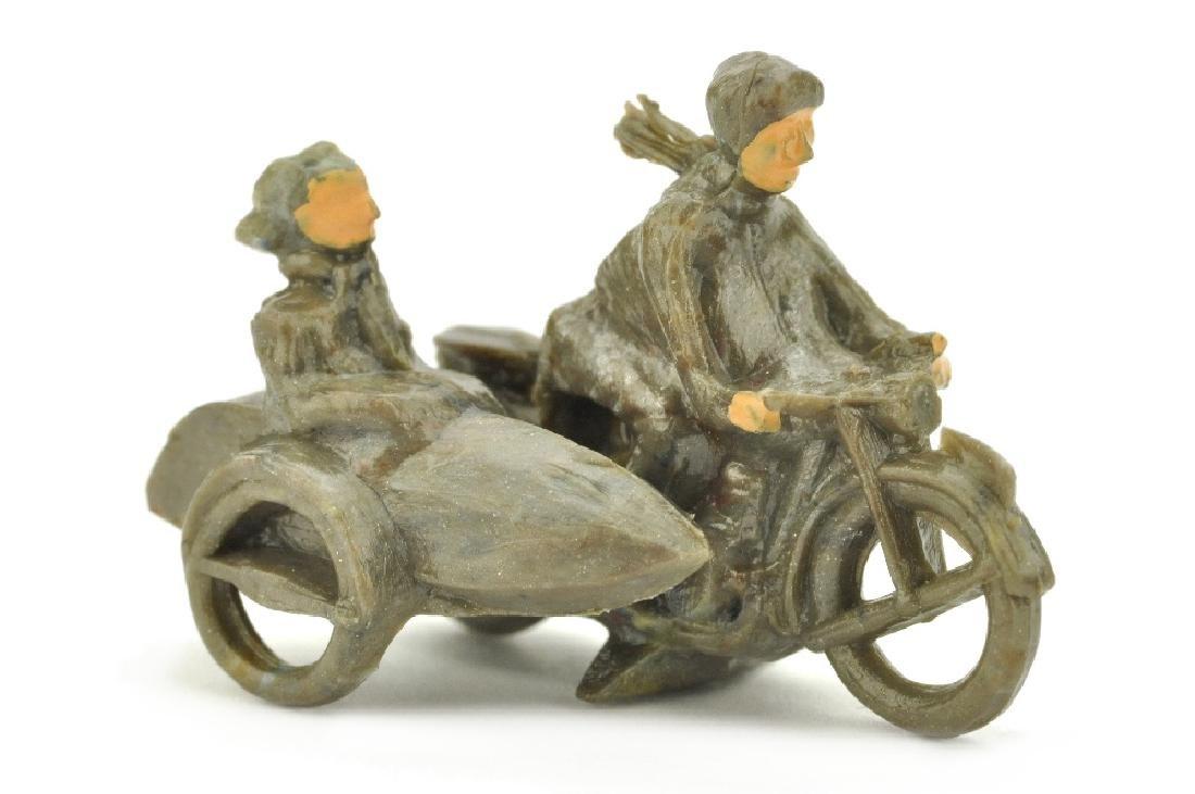 Motorradfahrer mit Beiwagen, helles misch-braun