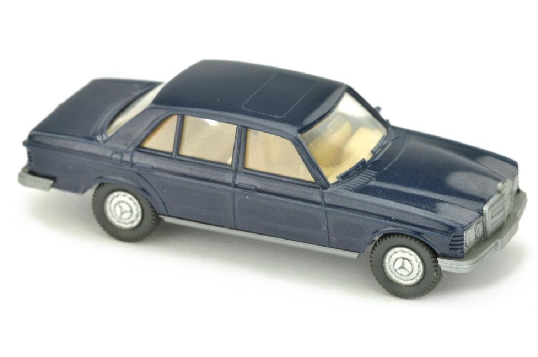 Mercedes 240 D, stahlblau