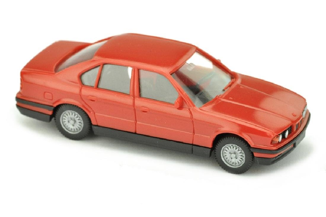 BMW 520i, rot