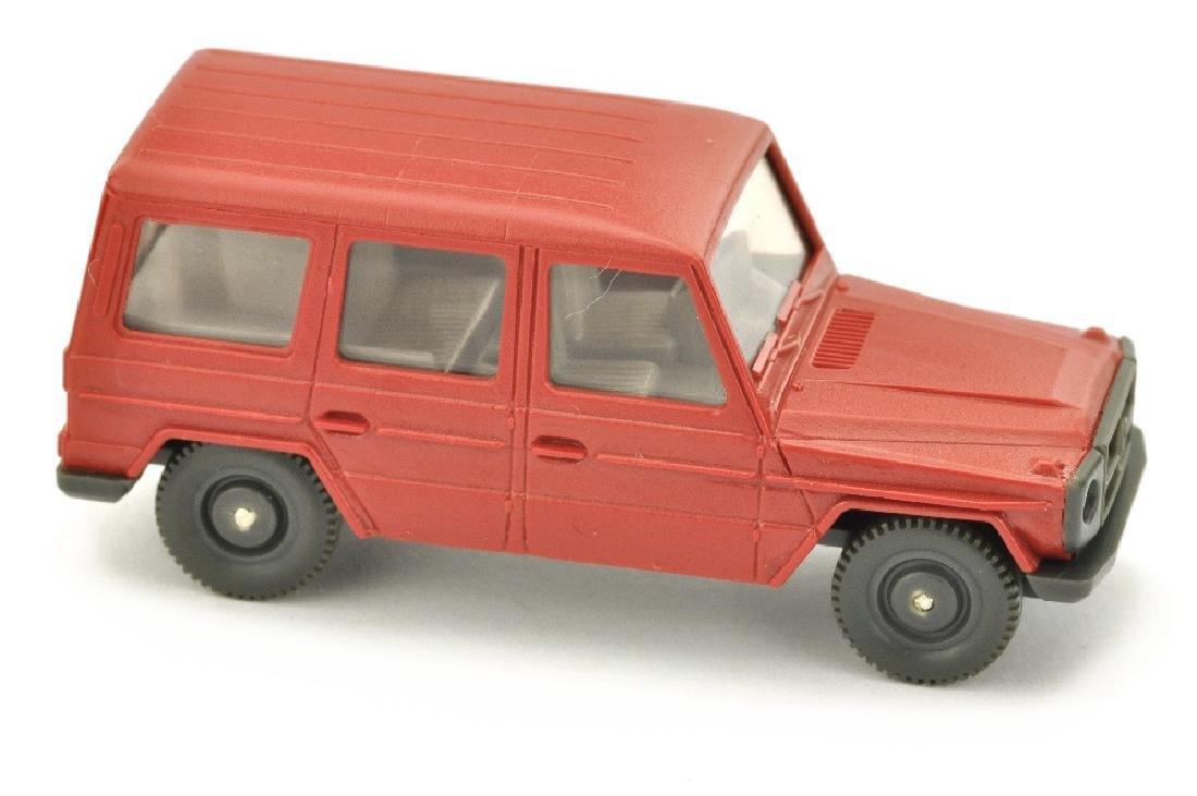 Mercedes 230 G, rubinrot