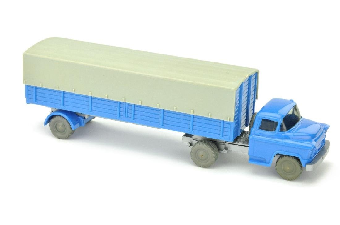 Pritschen-Sattelzug Chevrolet, himmelblau
