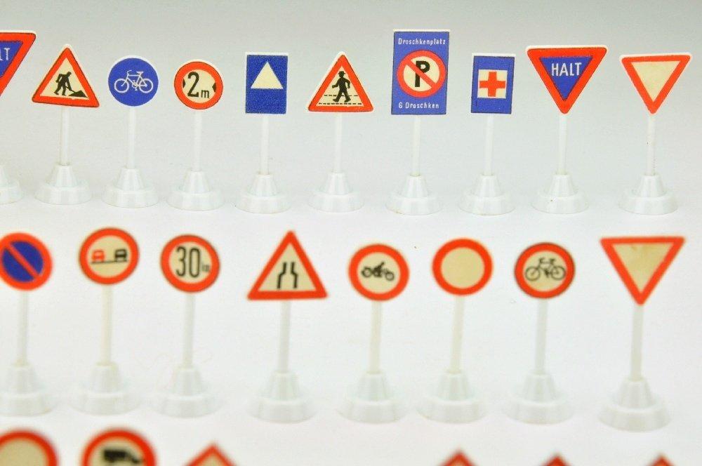 35 Verkehrszeichen zum Strassenplan I (im Ork) - 3